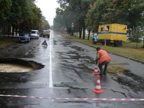 Яма глубиной 7м - дороги Украины